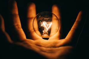 12 façons simples de réduire votre facture d'électricité en hiver